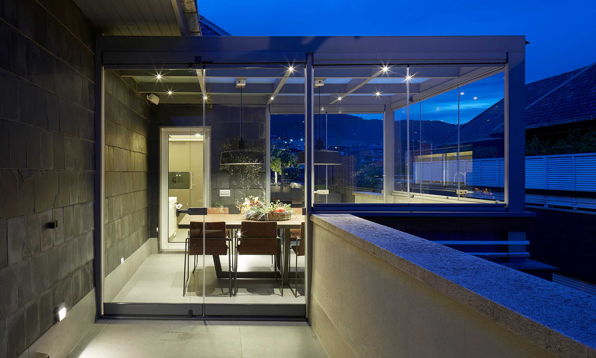 Night outdoor terrace | Molins Design interior dsigners
