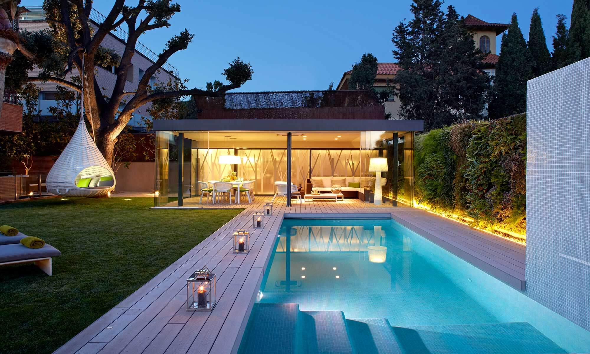vertical garden in a swimingpool | Molins Design interior designers
